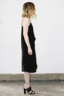 objects_twistloungedress_black_side