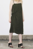 objects_twistloungedress_olive_close